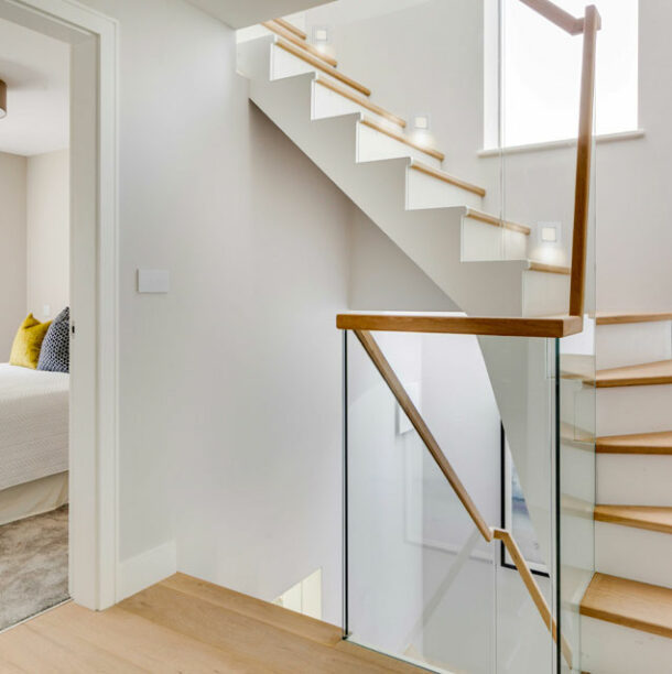 Banner-home-page-stairs-(638x638px)